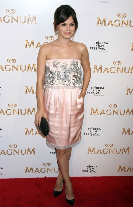 Rachel Bilson lors de la première de la nouvelle pub Magnum à New York, le 21 avril 2011.
