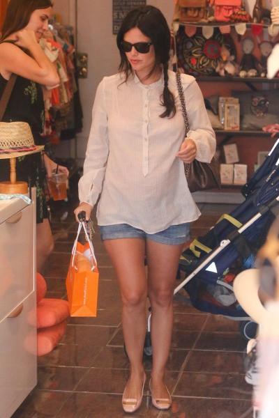 Rachel Bilson en pleine séance shopping à Beverly Hills, le 14 juillet 2014
