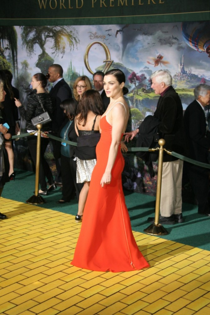 """Rachel Weisz lors de la première du film """"Le Monde Fantastique d'Oz"""" à Hollywood, le 13 février 2013."""