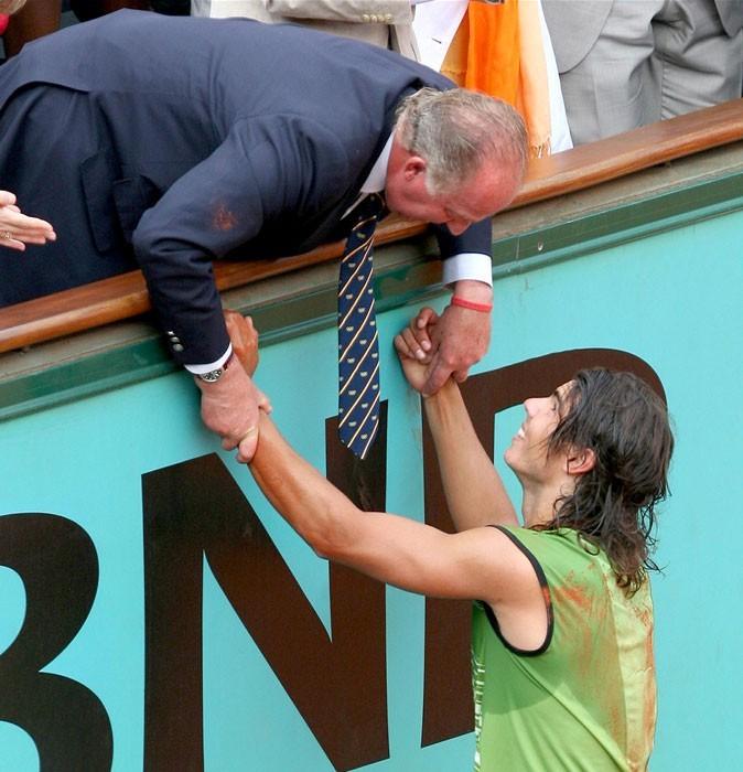 Nadal à Roland Garros en 2005 se fait féliciter par le roi Juan Carlos d'Espagne