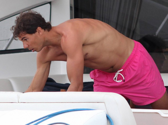 Rafael Nadal : il voit la vie en rose à Ibiza !