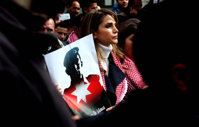 Photos : Rania de Jordanie : dans la rue, la reine engagée dans la lutte contre l'Etat islamique !