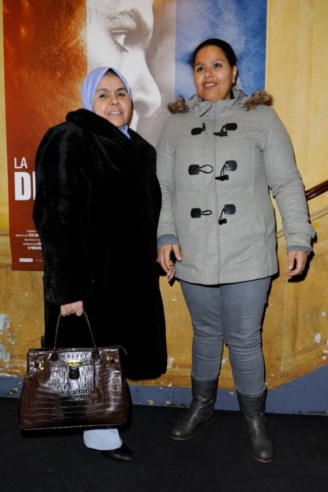 La mère et la soeur de Rashid Debbouze lors de la première du film La Désintégration à Paris, le 8 février 2012.