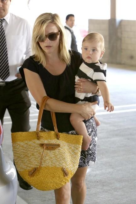 Reese Witherspoon et son fils le 26 juin 2013 à Los Angeles