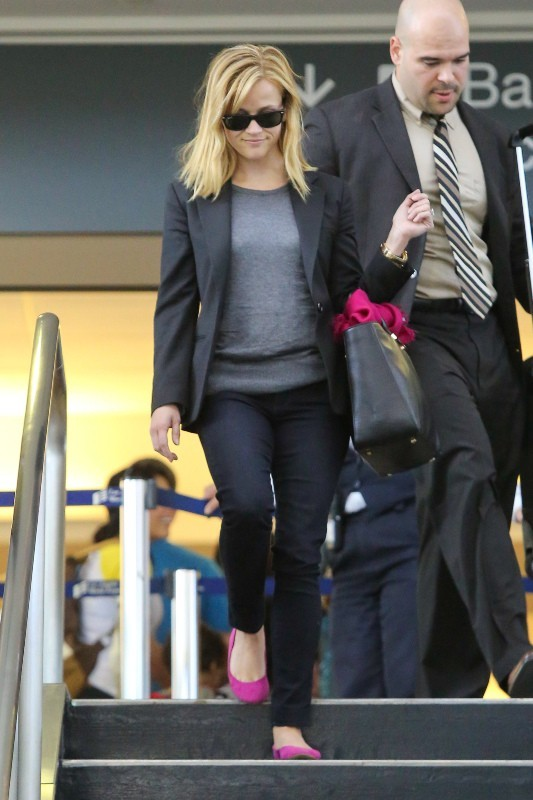 Reese Witherspoon arrive à l'aéroport de Los Angeles, le 15 mai 2013
