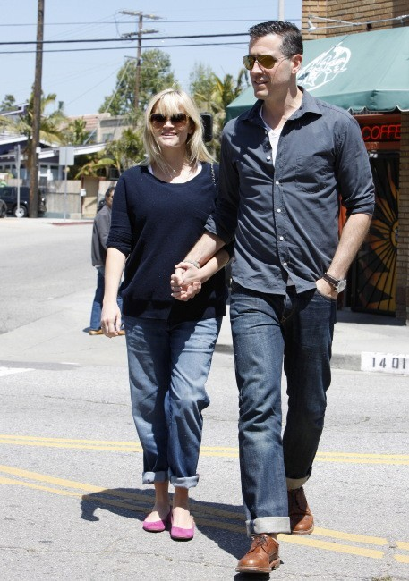 Reese Witherspoon et son mari Jim Toth à Los Angeles, le 15 avril 2012.