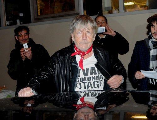 Photos : Renaud : rare apparition publique pour son hommage à Charlie Hebdo