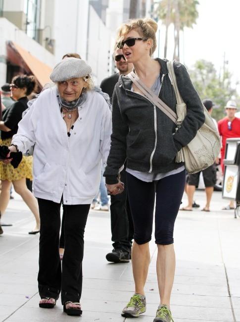 Renee Zellweger et sa grand-mère le 23 juin 2013 à Los Angeles