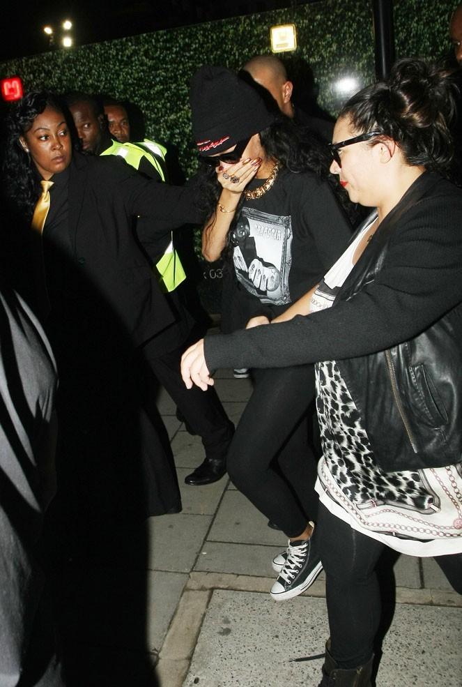 Rihanna à la sortie d'une boîte de Londres après son concert au Festival de Wireless le 9 juillet 2012