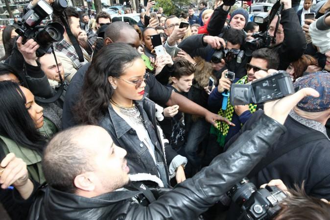 Rihanna assaillie par ses fans parisiens !