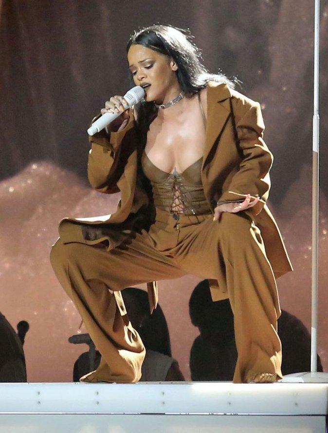 Rihanna : sexy et grandiose pour son concert, elle r�chauffe le Canada !