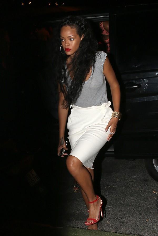 Rihanna le 21 juillet 2012 à la sortie du VIP Room à Saint-Tropez
