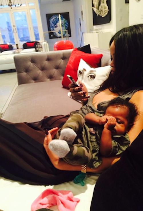 Photos : Rihanna : complètement gaga, elle retrouve enfin sa nièce chérie !