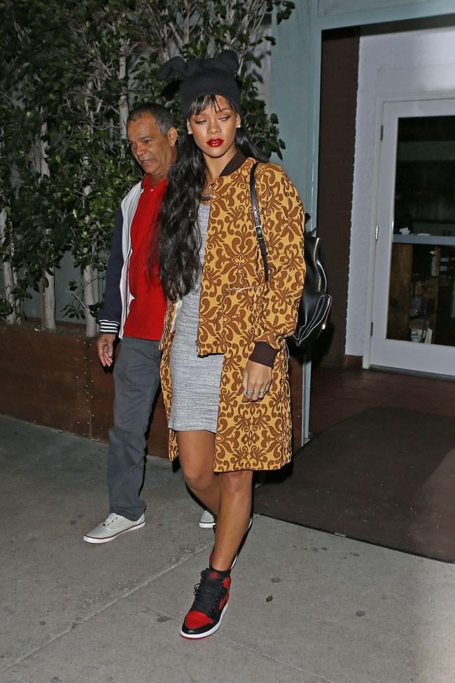 Rihanna avec son papa à la sortie du restaurant Giorgi Baldi de Los Angeles le 3 avril 2014