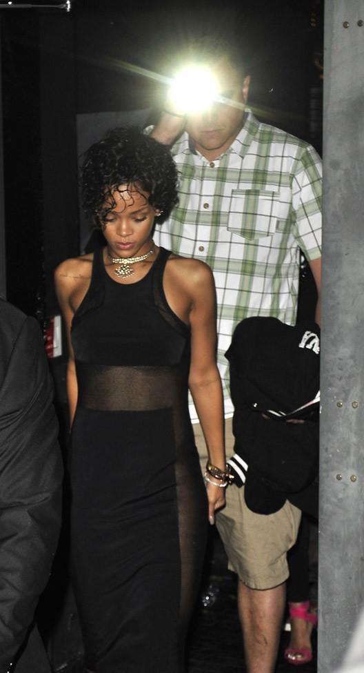 Rihanna à la sortie du club le Playhouse d'Hollywood le 1er août 2013