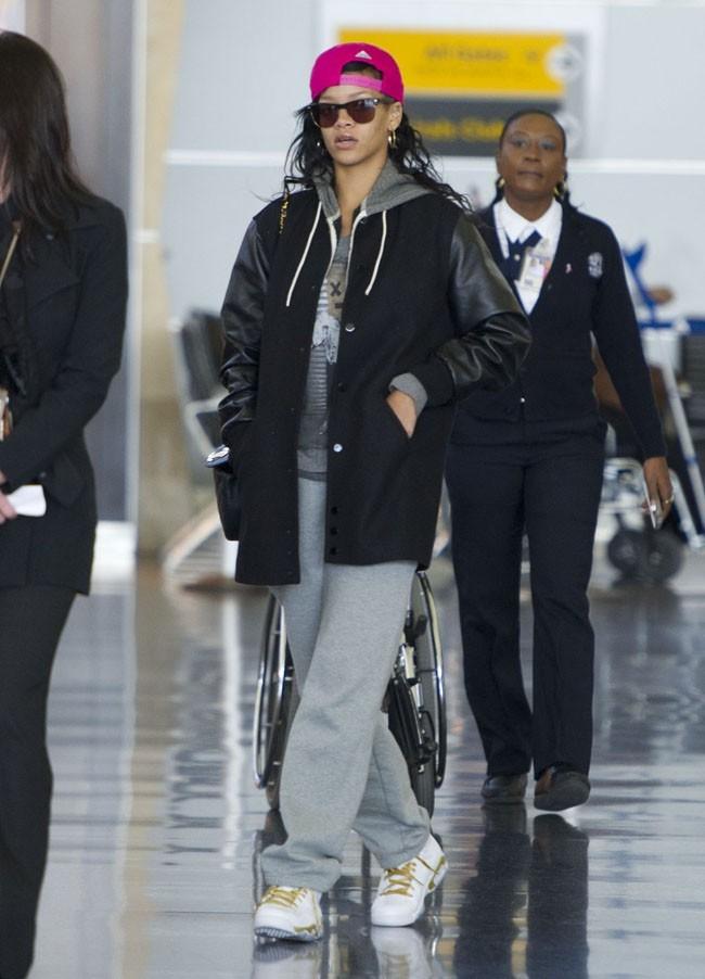 Rihanna à l'aérport JFK de New-York le 6 novembre 2012