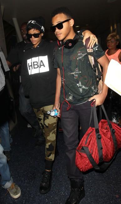 Rihanna à l'aéroport de Los Angeles en famille, le 27 août 2013.