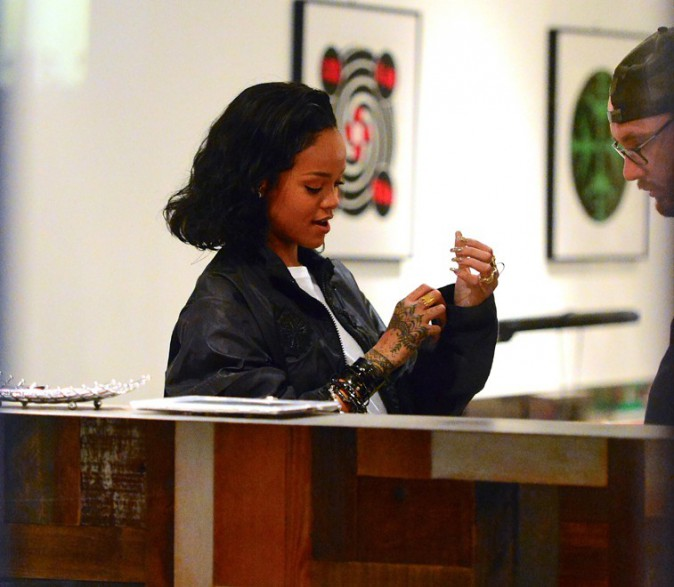 Rihanna dans le salon Bang Bang Tattoos de New-York le 11 janvier 2014