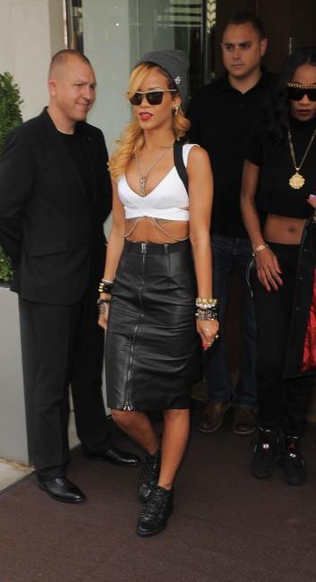 Rihanna à la sortie de son hôtel à Londres, le 14 juillet 2013.
