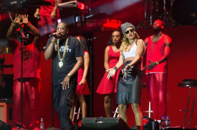 Rihanna et Jay-Z sur la scène du Wireless Festival à Londres, le 14 juillet 2013.