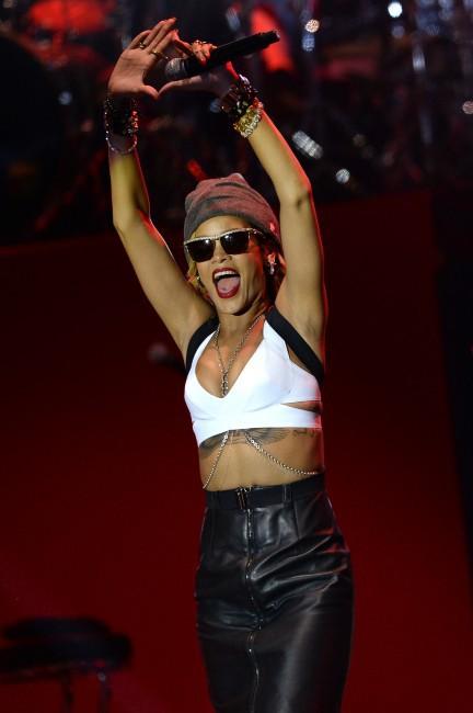 Rihanna sur la scène du Wireless Festival à Londres, le 14 juillet 2013.