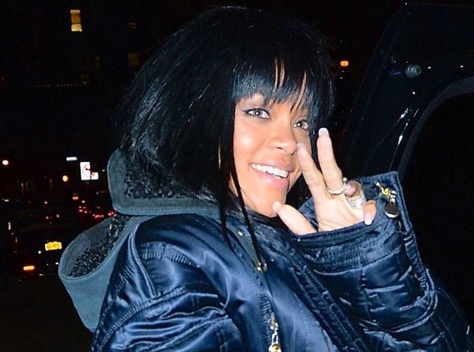 Rihanna : elle se prend une porte en pleine face mais garde le sourire !