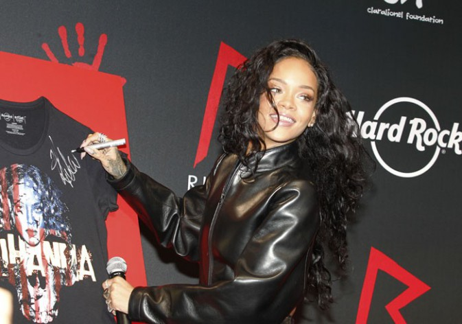 Rihanna au Hard Rock Café Paris le 5 juin 2014