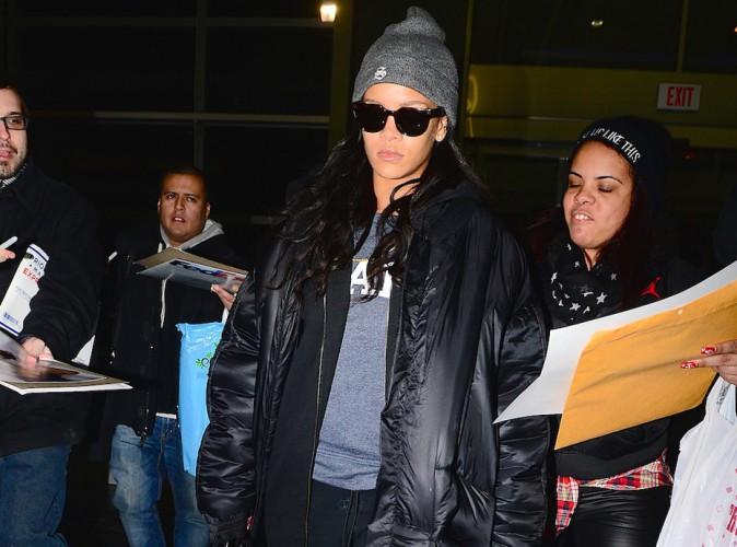Rihanna : le coeur lourd, elle ignore ses fans à l'aéroport !