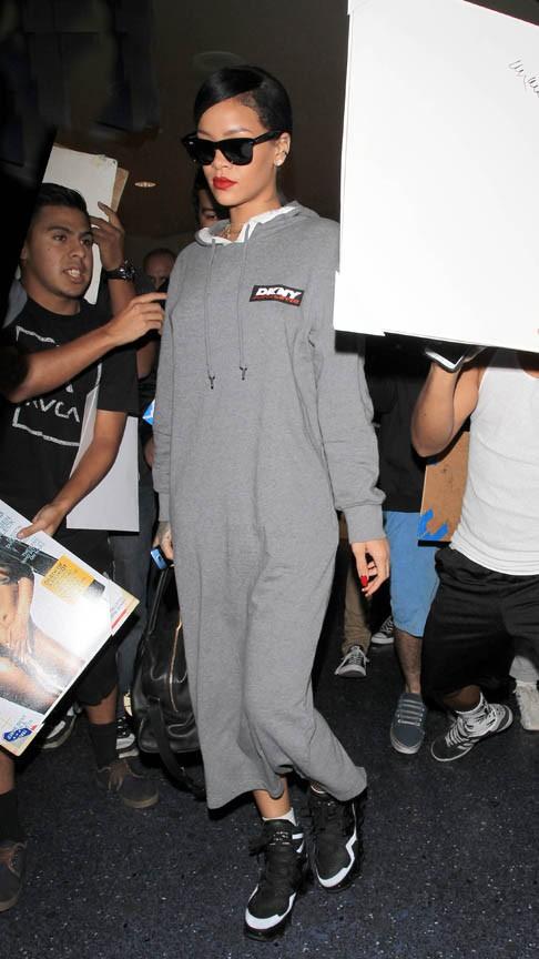 Rihanna à l'aéroport de Los Angeles le 14 novembre 2014