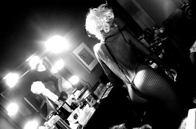 Rihanna métamorphosée en pin-up super sexy dans son nouveau clip