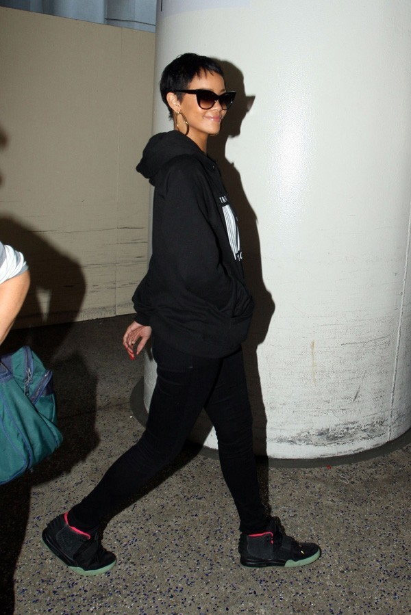 Rihanna à l'aéroport de Los Angeles le 10 septembre 2012