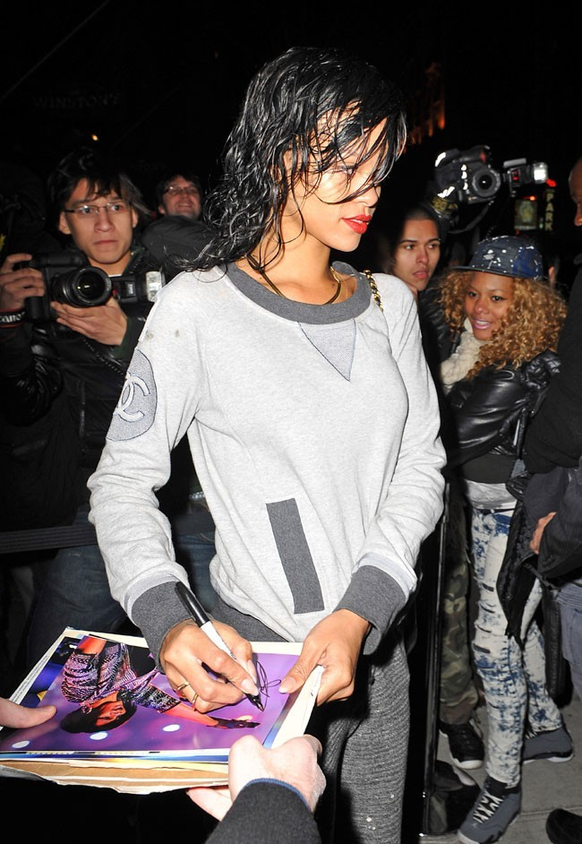 Rihanna à la sortie de son hôtel de New York le 6 novembre 2012