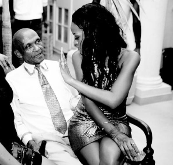 Rihanna à l'anniversaire de son grand-père à la Barbade !
