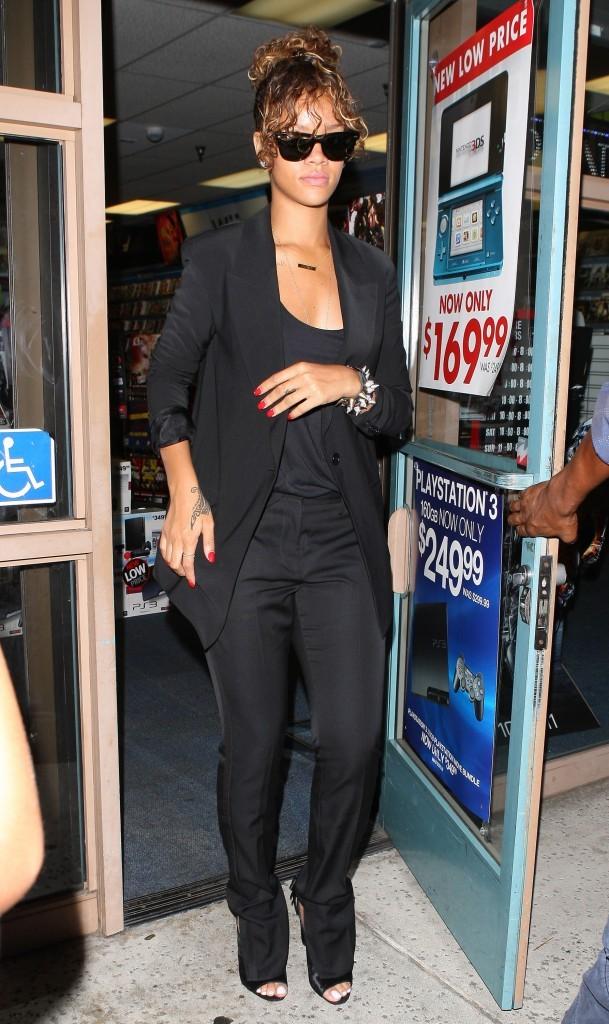 Pourquoi Rihanna est si triste? Elle n'a pas trouvé le dernier Street Fighter?