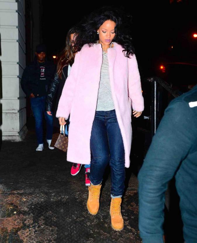 Rihanna : petite mine pour une soir�e entre filles !