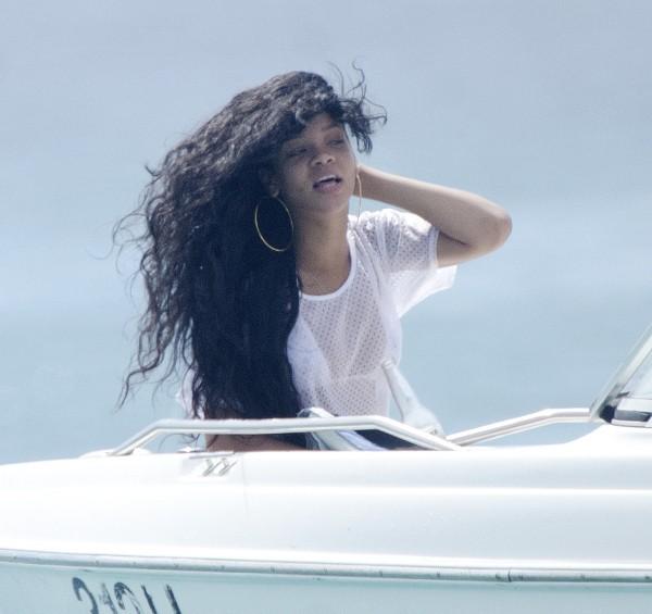Rihanna profite de la mer à la Barbade, le 12 juillet 2012.
