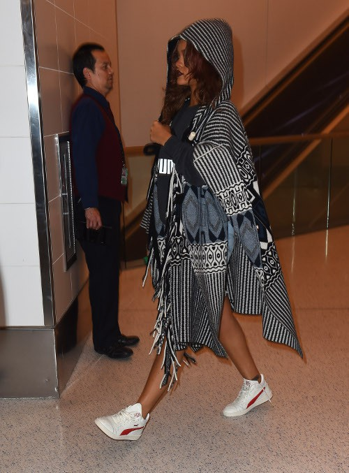 Rihanna à l'aéroport de Los Angeles le 28 avril 2015
