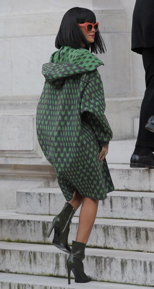 Rihanna à son arrivée au défilé Stella McCartney organisé à l'Opéra Garnier de Paris le 3 mars 2014
