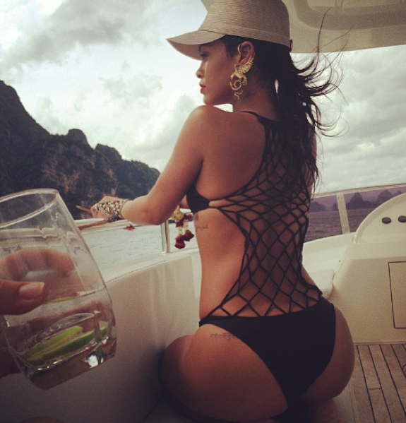 Rihanna est fan de ses fesses !