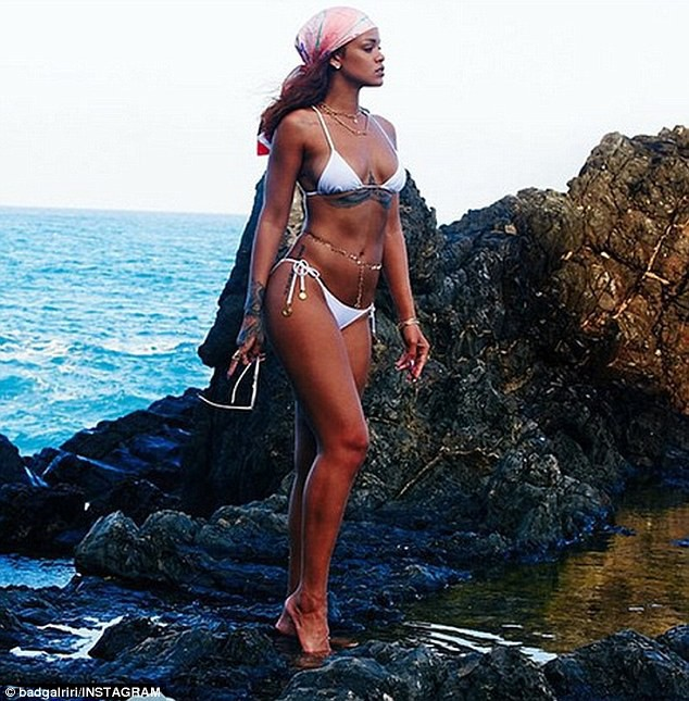 Photos : Rihanna : sexy naïade rien que pour ses fans !