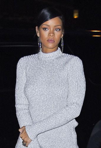 Rihanna : sobri�t� exig�e pour l'anniversaire de son grand-p�re !