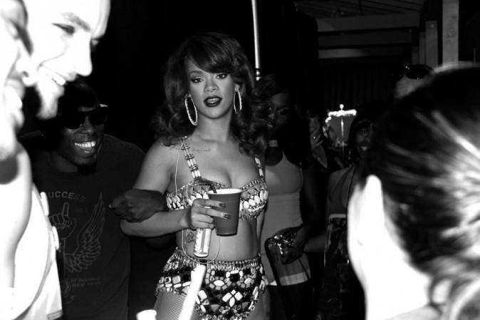 Rihanna vous invite dans les coulisses du Loud Tour !
