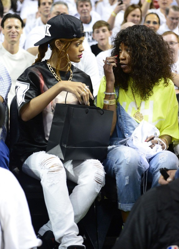Rihanna et Melissa Forde lors du premier tour des playoffs à Miami, le 21 avril 2013.