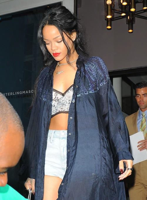 Photos : Rihanna : ultra sexy pour trouver l'appartement de ses rêves, elle recycle le short en jean !