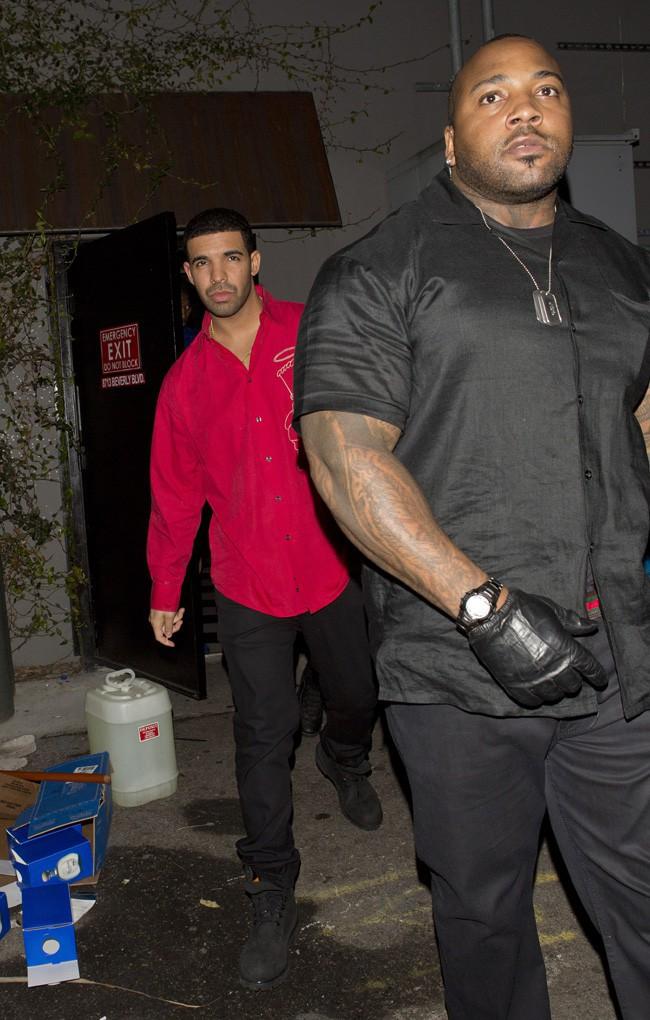 Drake à la sortie d'un club de West Hollywood le 7 février 2014