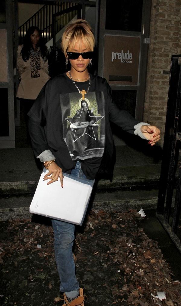 Rihanna photographiée à Londres hier soir