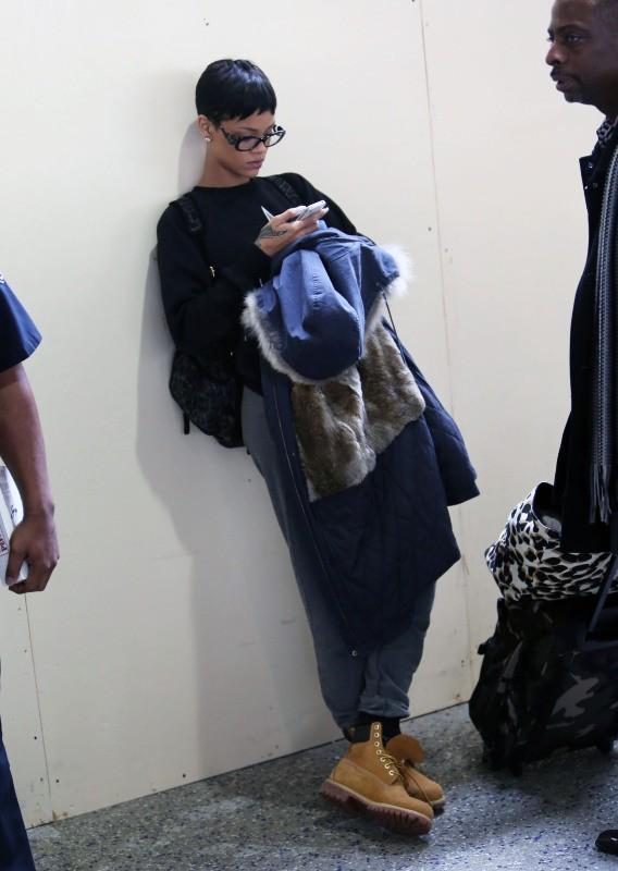 Rihanna le 12 décembre 2012 à l'aéroport de Los Angeles