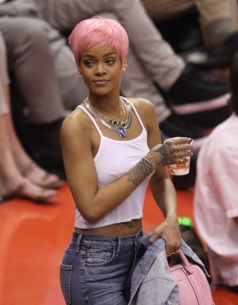 Rihanna lors d'un match de basket au Staples Center, le 15 mai 2014.