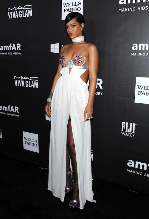 Photos : Rihanna vs Miley Cyrus : duel de décolletés chocs au gala AmfAR 2014 !