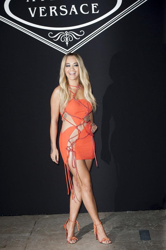 Rita Ora a choisi une robe sexy !